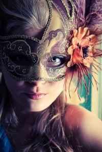 Фотообои женщина в карнавальной максе (glamour-304)