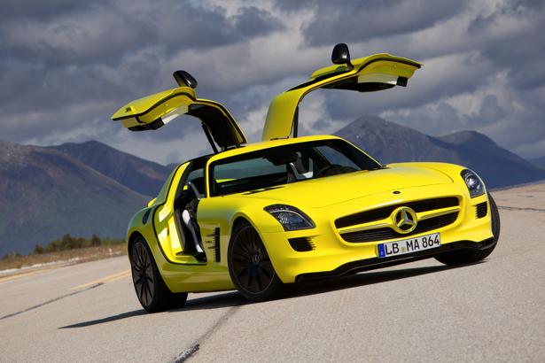Фотообои жёлтый спортивный автомобиль mercedes (transport-0000014)