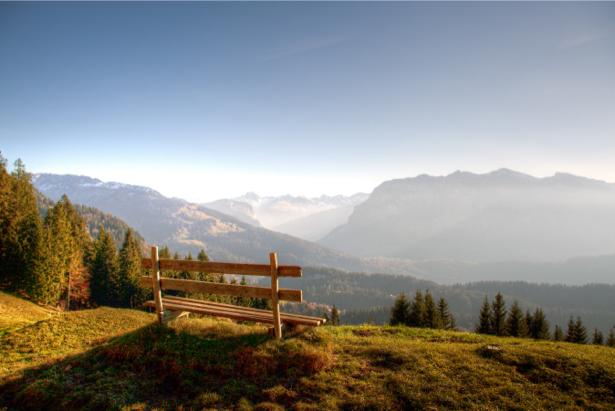 Фотообои горы пейзаж, лавочка (nature-00476)
