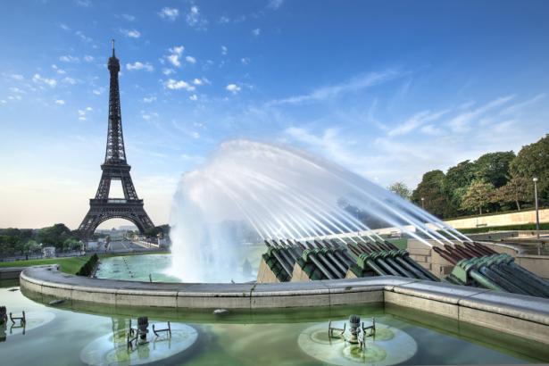 Фотообои Эйфелева башня фонтан (city-0001284)