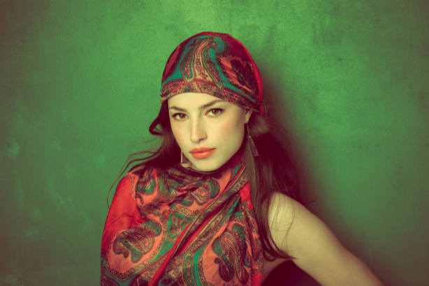 Фотообои девушка в платке фото (glamour-0000268)
