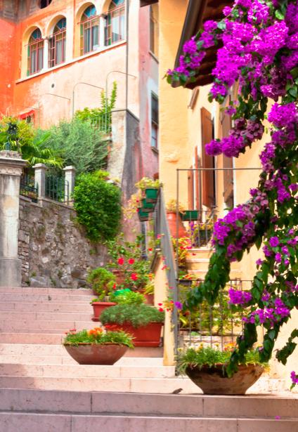 Фотообои Италия улочка цветы (city-0000231)