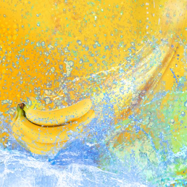 Фотообои кухня в брызгах воды банан (food-0000237)