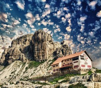 Фотообои дом на скале (nature-0000838)