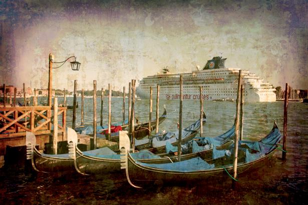 Фотообои канал в Венеции ретро (city-0000467)