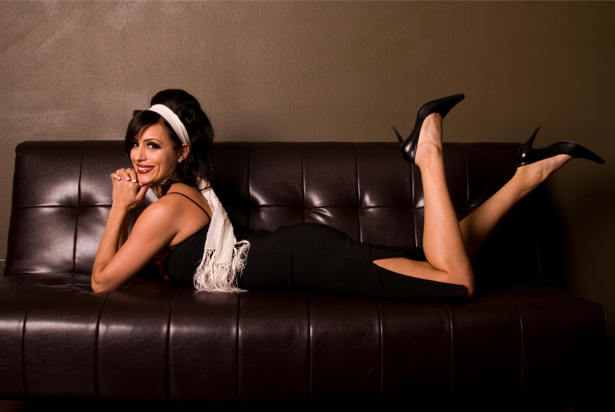 Фотообои мода девушка на диване (glamour-0000080)
