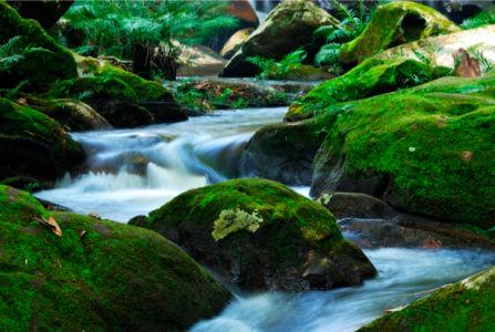 Фотообои с природой в камнях водопад (nature-00190)