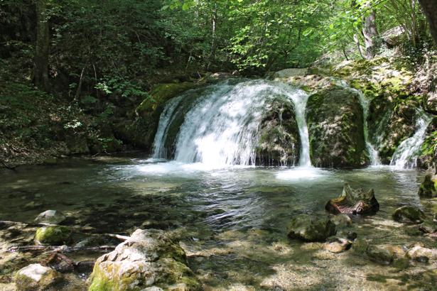 Фотообои не большой водопад (nature-00614)