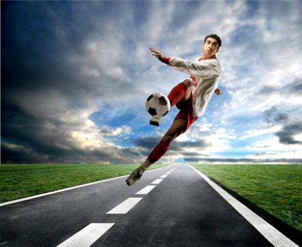 Фотообои футболист с мячом дорога (sport-0000042)
