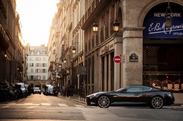 Фотообои на улице машина автомобиль (city-0000498)