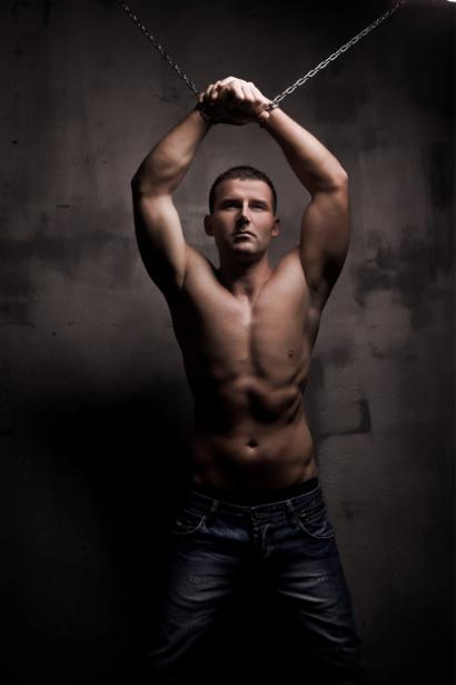 Фотообои мужчина в цепях (glamour-0000101)