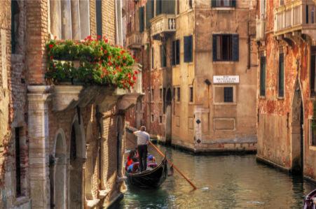 Фотообои итальянские улочки гондола (city-0001217)