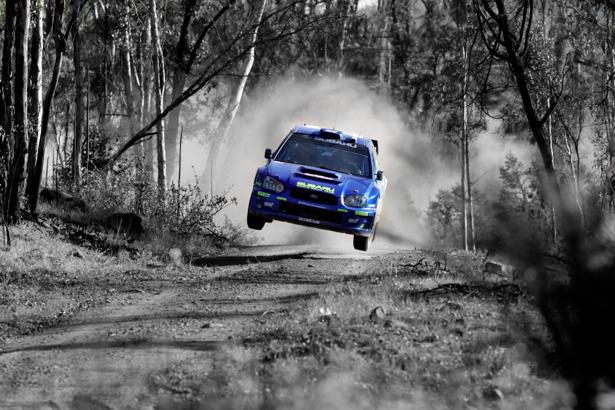 Фотообои subaru impreza в прыжке на дороге (transport-0000108)