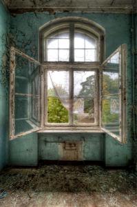 Фотообои комната заброшенного дома (city-0000259)