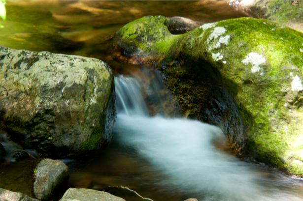 Фотообои водопад в камнях (nature-0000683)