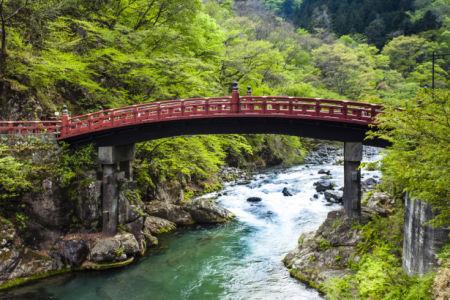 Фотообои Мост над горной рекой (city-0001371)