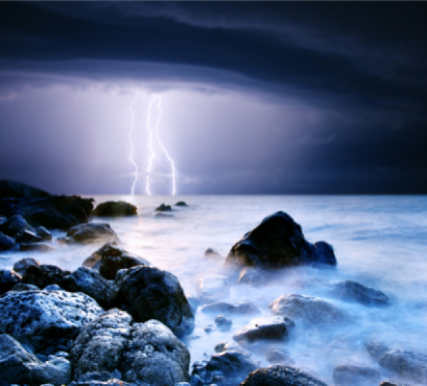 Фотообои фото море берег молния (sea-0000083)