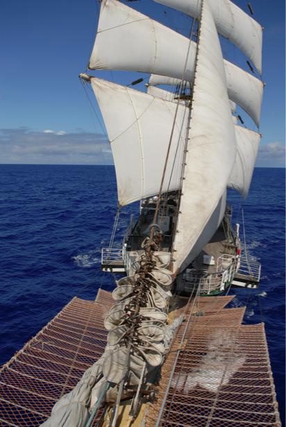 Фотообои паруса многомачтового корабля (transport-0000144)