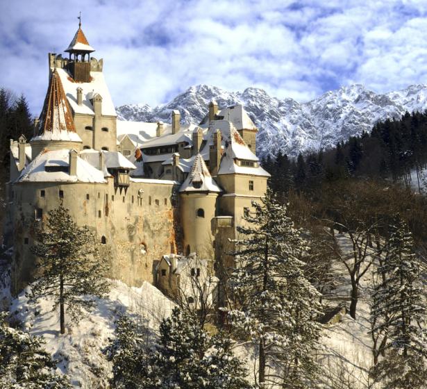 Фотообои замок Дракулы крепость Бран (city-0001399)