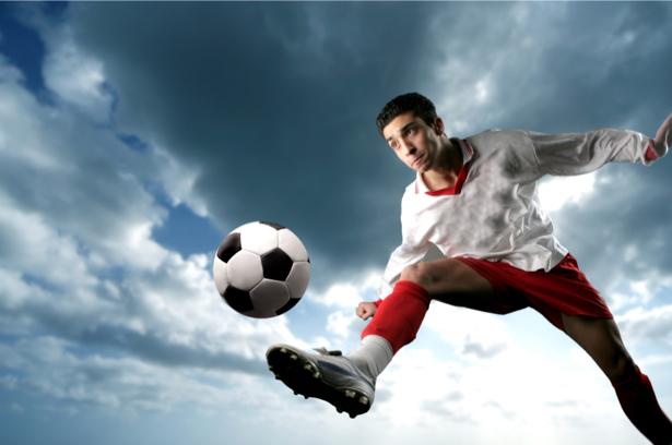 Фотообои футболист мяч удар (sport-0000052)