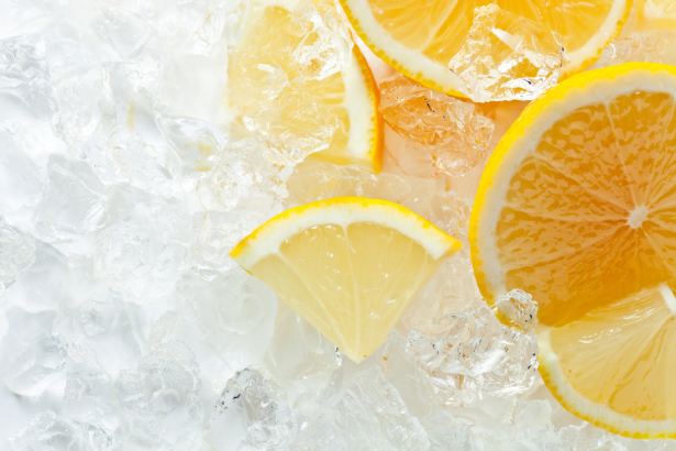 Фотообои на кухне лимон во льду (food-0000301)