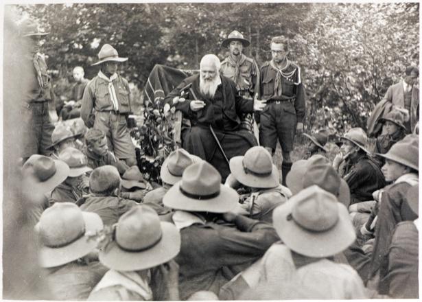 Митрополит Андрей Шептицкий на съезде пластунов в Сокале, 1929 г (ukraine-0056)