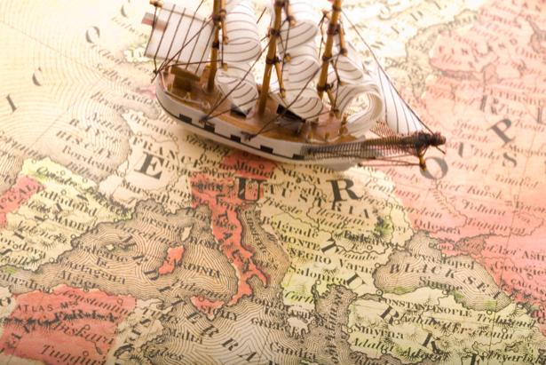 Фотообои макет парусника на карте (map-0000171)