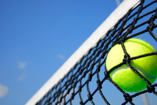 Фотообои теннисный мяч в сетке (sport-0000151)
