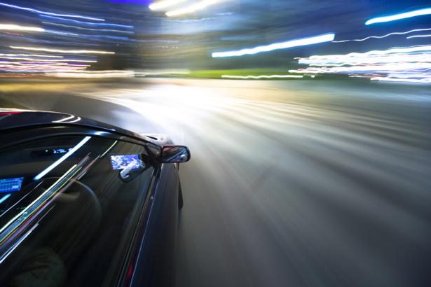 Фотообои фото из авто в вечернем городе (transport-0000085)