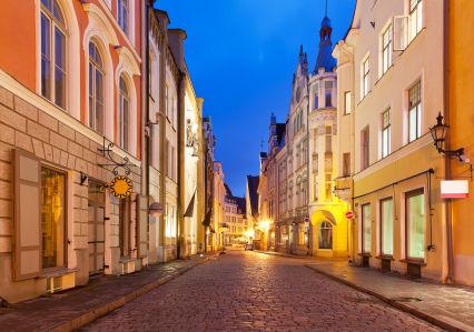 Фотообои улочки Таллина (city-0001415)