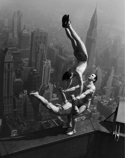 Фотообои ретро акробаты (retro-vintage-0000206)
