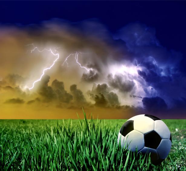 Фотообои мяч футбольный молния (sport-0000027)