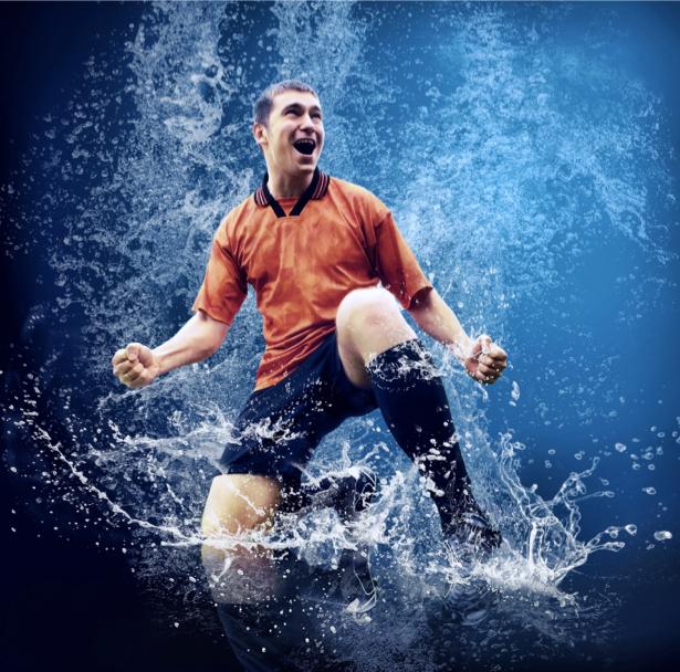Фотообои футболист в воде (sport-0000039)