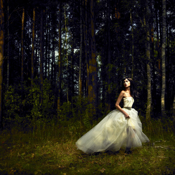 Фотообои девушка в лесу (glamour-0000090)