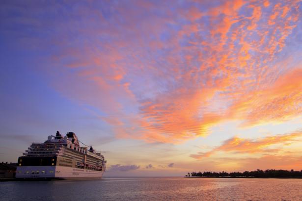 Фотообои круизный лайнер на закате (transport-0000155)